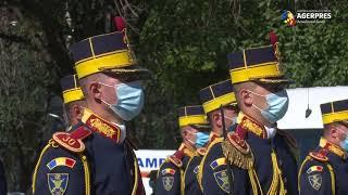 Iohannis: Dragi români, vă îndemn să fim mereu mândri de Drapelul Naţional şi de istoria pe care o poartă