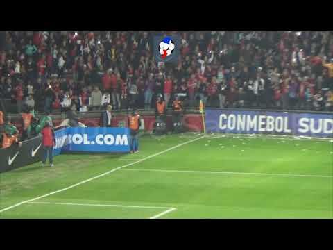 """""""La previa de la hinchada y el ingreso de los equipos  Colón   Sao Paulo  Copa Sudamericana 2018"""" Barra: Los de Siempre • Club: Colón"""