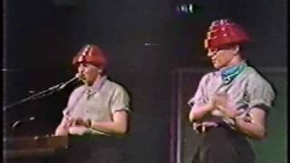 Girl U Want (1982-10-30)