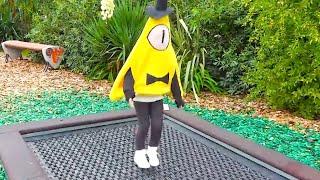 Алиса в образе любимого героя мультика Гравити Фолз играет в парке развлечений для детей Сочи !