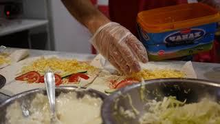 Очень крутое приготовление шаурмы, шавермы. Уличная еда. Ялта, Крым. Уличное кафе.