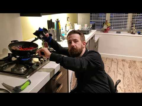 Gareth makes a Meatball and Butterbean Stew