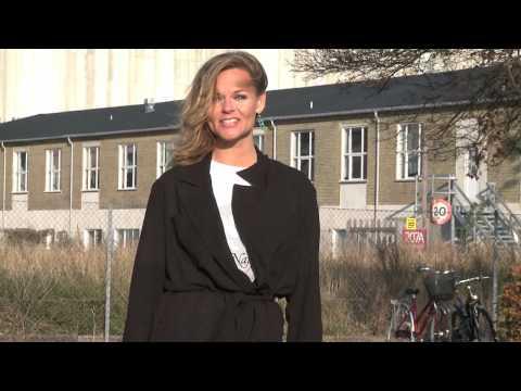 Sussi La Cour, siger nej til knive! (Bestil t-shirt og vis din støtte på www.nejtilknive.dk).