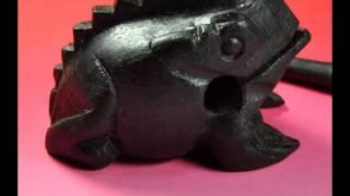 タイ北部の民芸品-雨を呼ぶ鳴き声を発する蛙