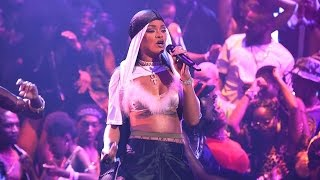 Rihanna - Work/ Rude Boy/ What's My Name (Live at MTV VMAs 2016)