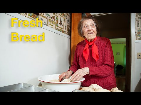 Great Depression Cooking – Fresh Bread (Peppers and Eggs part 2)