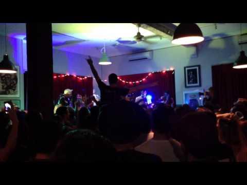 """DMA's - """"Delete"""" live - EP Party Sydney (видео)"""