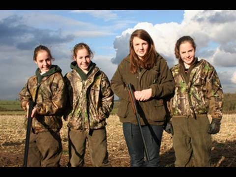 Fieldsports Britain – Triplet girls who hunt with the Quorn – episode 15