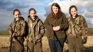 Fieldsports Britain – Triplet girls who hunt with the Quorn