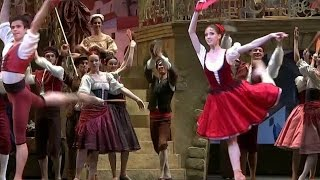 На юбилейные гастроли в Лондон Большой театр привез свои прославленные балеты.