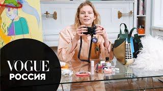 Что в сумке у художницы и модели Jolie Alien? | Vogue Россия