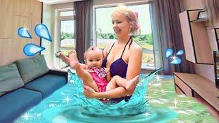 Аквапарк В КВАРТИРЕ! Купания младенца в доме! Влог: семья на каникулах. Мама и Mia