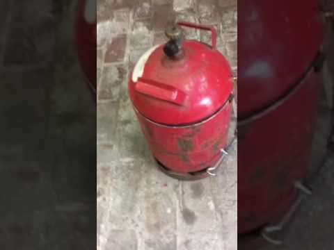 Gasflasche zum Tretmülleimer umgebaut