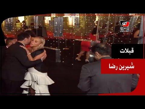شرين رضا تقبل أحمد الفيشاوي وسميح ساويرس في ختام مهرجان الجونة