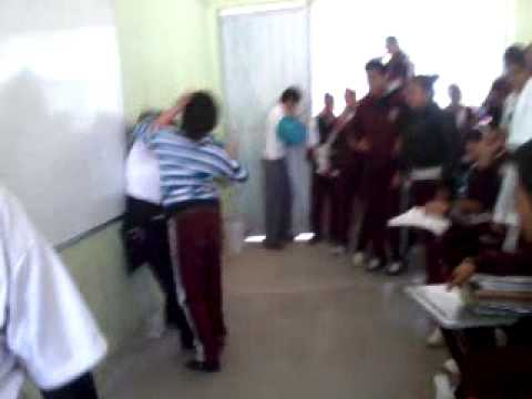 Pelea de estudiantes en salon de clases