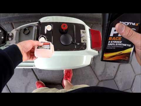 Es tropft das Benzin aus unter des Motors