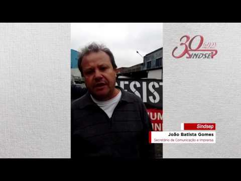 João Batista, dirigente do Sindsep, fala sobre a paralisação no estacionamento do Serviço Funerário