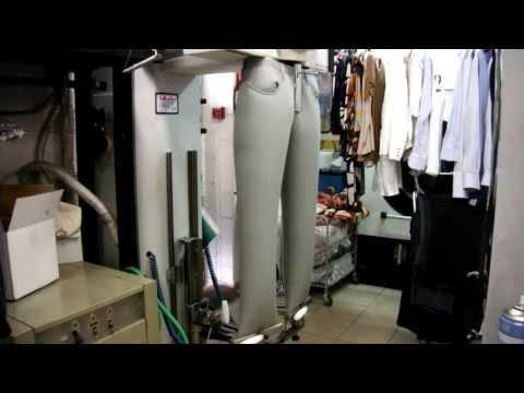 Stiratura pantaloni automatizzata a vapore