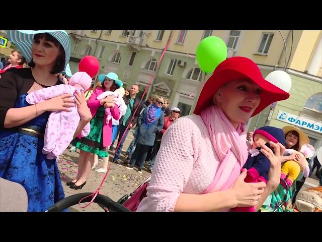 Карнавальное шествие и мэр без галстука