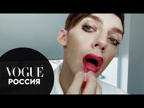 Секреты красоты: Андрей Петров показывает, как сделать новогодний макияж