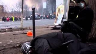 Шок !   Бойня на майдане !Видео с передовой !  Снайпера ведут огонь по безоружным людям !