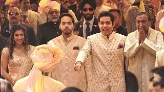 Ambani Family gives GRAND Welcome to Dulha Anand Piramal At Isha Ambani's MARRIAGE