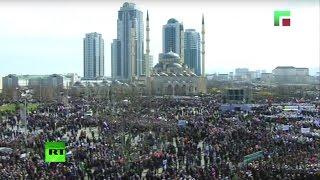 Праздничный митинг в Грозном в честь Дня Конституции Чечни