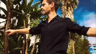 Josef Salvat interview + acoustic performance at Couleur 3