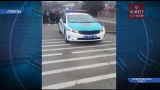 В Алматы патрульная машина сбила ребёнка на пешеходном переходе (13. 03.17)
