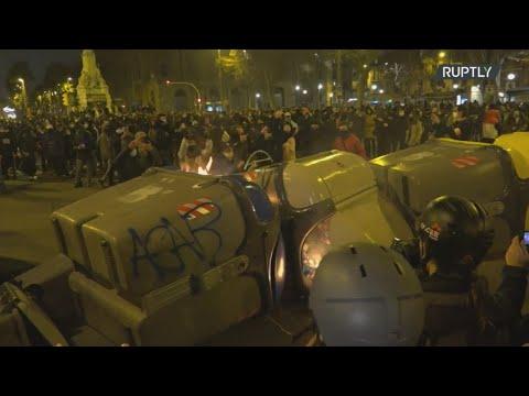 Ισπανία: Για τέταρτη νύχτα συνεχίστηκαν οι ταραχές στην Καταλονία με αφορμή τη φυλάκιση του ράπερ