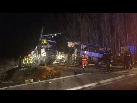 Collision entre un train et un bus scolaire à Millas : au moins quatre collégiens sont morts