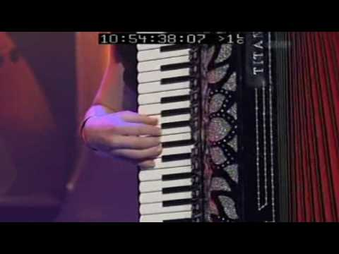 Tracey Collins - Cute Woman & The Accordion (video) - Accordion