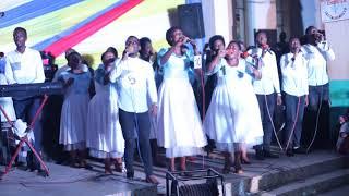 SHALOM CHOIR: MU NDIRIMBO YITWA TUMIA HAKILI  MU  BUHANGA BUKOMEYE YARIRIMBANYWE