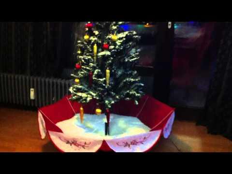 Schneiender Weihnachtsbaum - Schneefall
