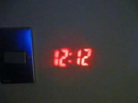 Reloj Despertador y Proyector de Hora en el Techo - Solo en tienda8.cl