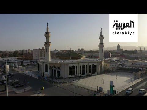 العرب اليوم - شاهد: لقطات لترميم جامع برزان الأثري في حائل