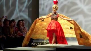Kezia Warouw dan Dikna Faradiba Satu Panggung di Indonesia Fashion Week 2017