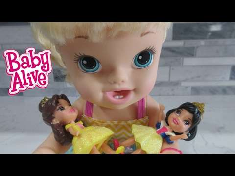 BABY ALIVE Earns Money & Goes To Toys R Us To Buy Belle!