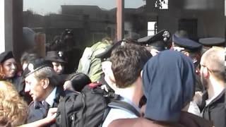 preview picture of video 'Pavia : bloccato sfratto al quartiere Crosione'