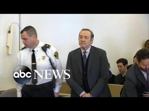 شاهد محاكمة كيفين سبيسي بتهمة الإعتداء جنسيا على شاب في حانة