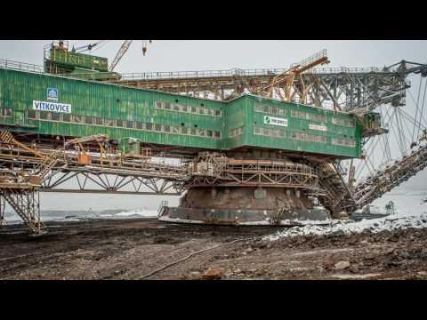 Wielka koparka przez 2 miesiące opuszczała plac budowy