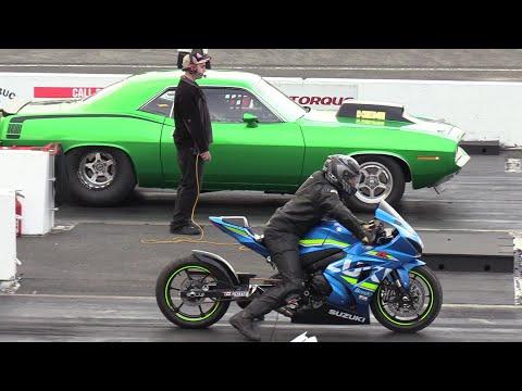 70 Hemi Cuda vs GSXR 1000 - car vs motorbike - 604 Street Legit drag race