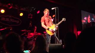 Jonny Lang Matching Vocals to Guitar and Impressive solo (HD)