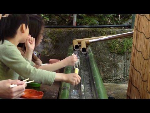 Video Restoran Unik Jepang ♦ Tangkap dan Makan Mie yang Mengalir
