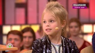 Милана на сцене поёт хит «Малявка»