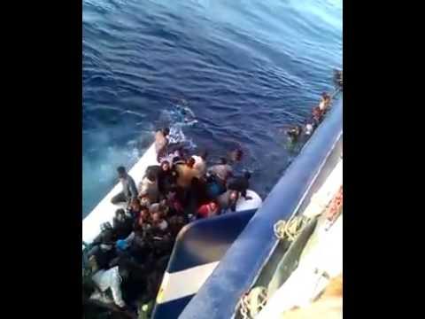 بحار تونسي يوثق لحظة غرق مهاجرين غير شرعيين