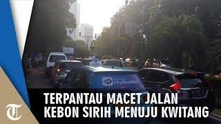Jalan Kebon Sirih Terpantau Macet Banyak Motor Berhenti di Jalan