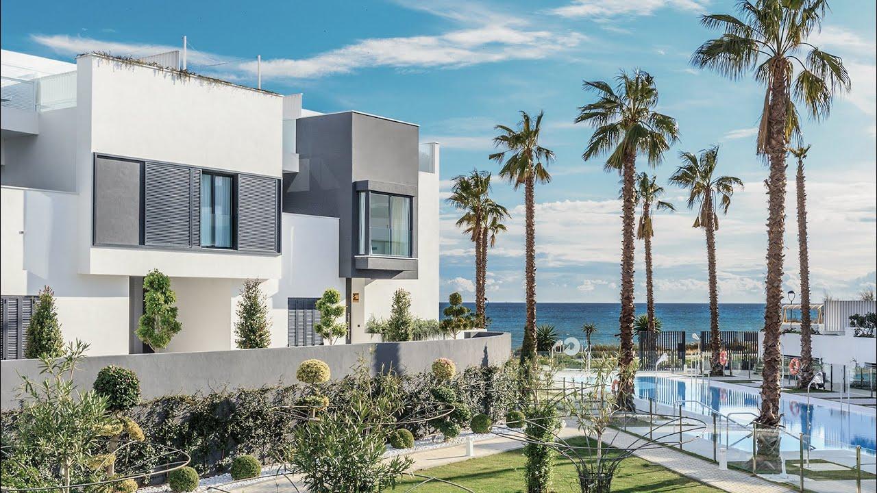 Villa  till salu i   Estepona Playa, Estepona