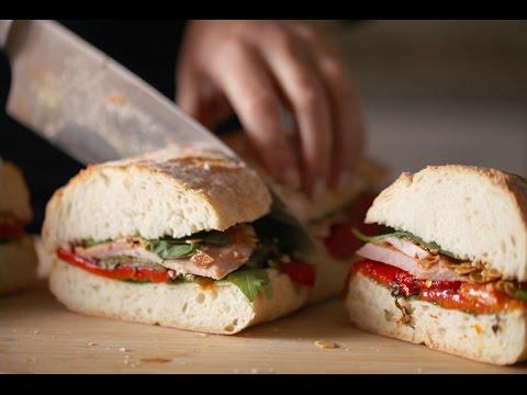 Sandwich de pimientos, lacón y queso de cabra