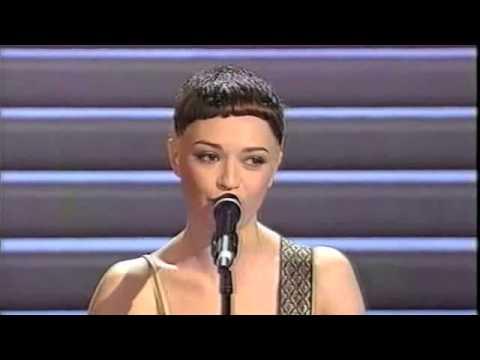 Carmen Consoli - In bianco e nero - Sanremo 2000.m4v